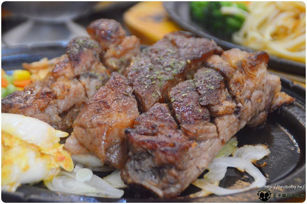 嘉義美食|嘉義牛排|魔力牛牛排館-嘉義店 保證原肉拒用組合肉 加麵不加價 憑學生證還折5元 還有壽星9折優惠
